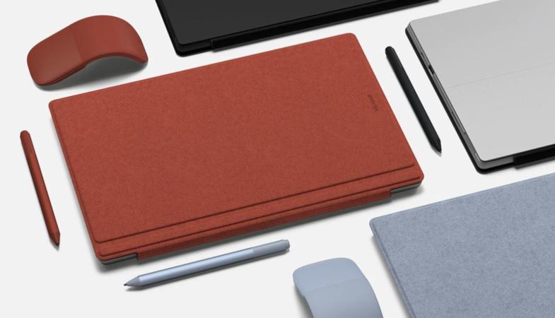 Eine Auswahl an Surface Pro 7, Type Cover und weiterem Surface-Zubehör in verschiedenen Farben