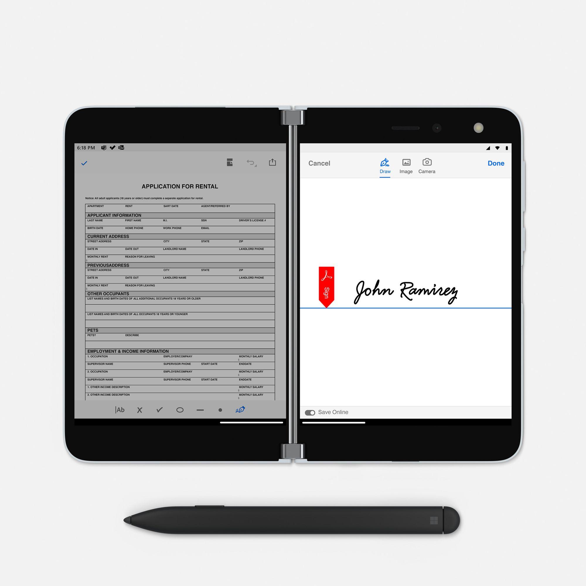 Das Surface Duo im Book Mode zeigt auf dem linken Bildschirm ein PDF Dokument und auf dem rechten Bildschirm ein Signatur, unterhalb des Surface Duo ist ein Surface Slim Pen platziert