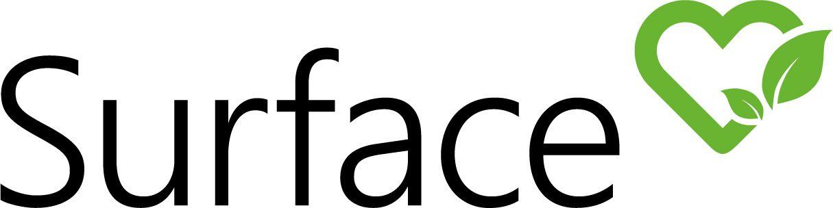 Der Schriftzug Surface in schwarzen Druckbuchstaben wird rechts ueber dem e durch ein gruenes Herz mit Blaettern verziert